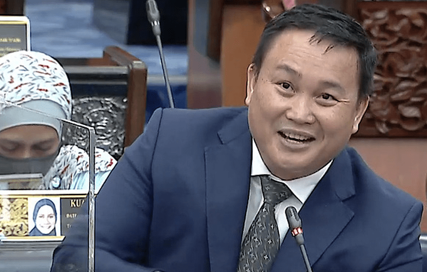 Deputy Minister Willie Mongin Accused of Flipping Middle Finger in Dewan Rakyat — The True Net